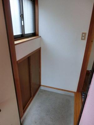 玄関からの景観です!玄関にも換気のできる窓があるので、空気がこもらず快適です♪
