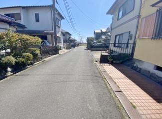 【前面道路含む現地写真】近江八幡市日吉野町 中古戸建