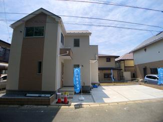建物は性能評価を受けた住宅で耐震性能が高いパネル工法で施工しています。