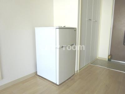 お洒落な2ドア冷蔵庫付きです