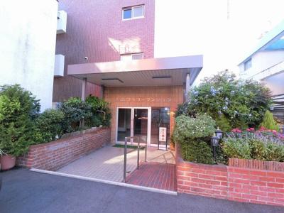 JR京浜東北線・東急多摩川線「大森」駅徒歩14分、京浜急行本線「平和島」駅徒歩15分。 忙しい朝が助かる立地、暮らしにゆとりが生まれます。