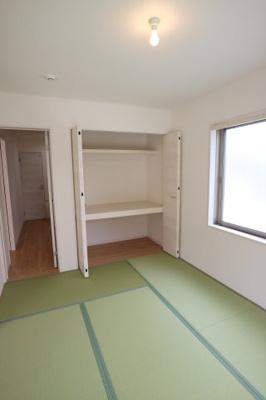使い勝手の良い洋風和室♪お昼寝や洗濯物をたたむ場所にぴったり♪当社施工例です♪