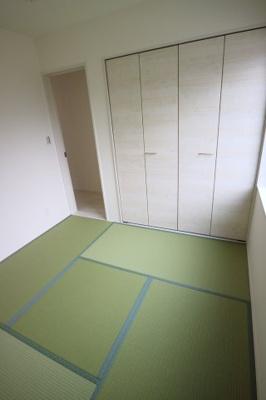 畳とクローゼットがお洒落にマッチしています♪当社施工例です♪
