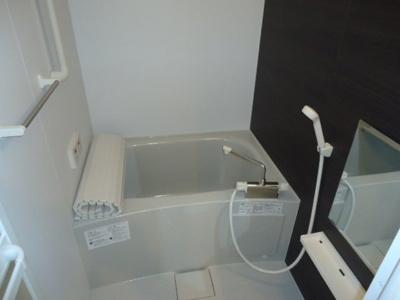 コンパクトで使いやすいお風呂です