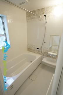 雨天時に便利、浴室乾燥機能付いてます!。
