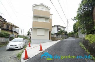 【前面道路含む現地写真】平塚市黒部丘 戸建