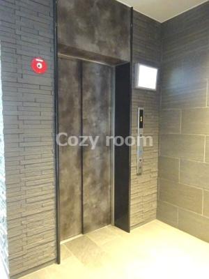 モダンなエレベーターホール