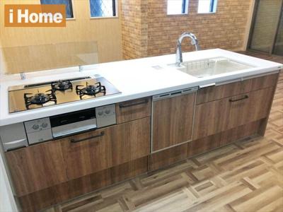 食器洗浄乾燥機付が嬉しいシステムキッチンは、浄水器内蔵水栓