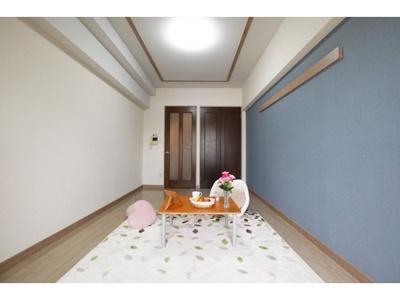 広々とした洋室です ※お部屋により色・仕様等の違いがあります。現況優先となります。