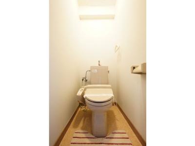 トイレもきれいです ※お部屋により色・仕様等の違いがあります。現況優先となります。