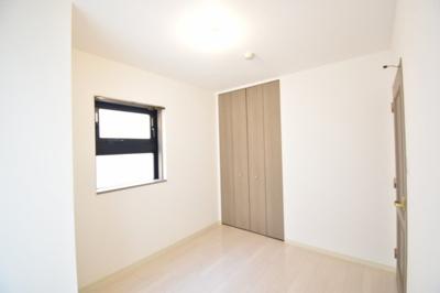 リビングの西側に位置するお部屋となります。全室採光のある物件です