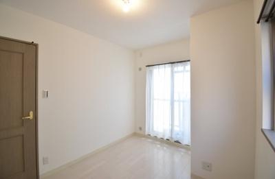 全室、白を基調にしている物件なので清潔感に溢れてます。