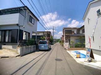 前面道路は6mと3.9mの公道です。
