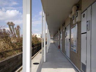 廊下は西日が差し込んできます。