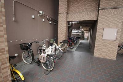 駐輪場の写真です。 防犯カメラもあり安心ですね♪