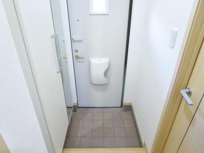 【玄関】クリスタル・コート