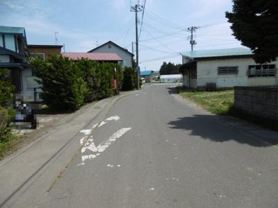 【前面道路含む現地写真】黒石市小屋敷土地