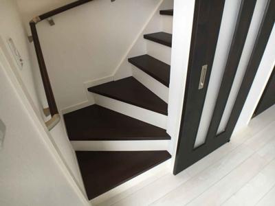2階階段の引き戸…リビングの空調効率UP!