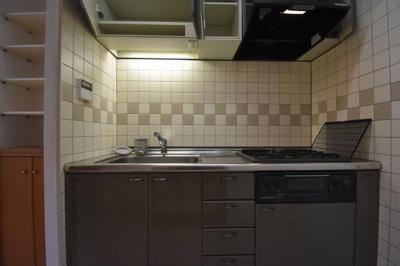 ガスコンロ3口の広めのキッチンです