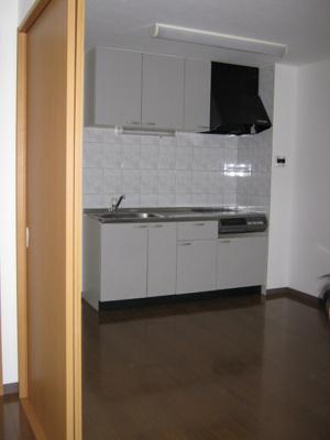 洋室からキッチンの画像です