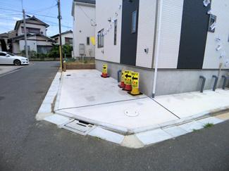 駐車スペースです。角地ですので車庫入れは簡単にできます。