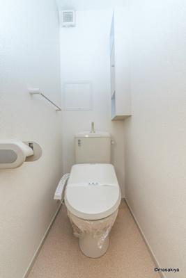 トイレ ウォシュレット付きです。
