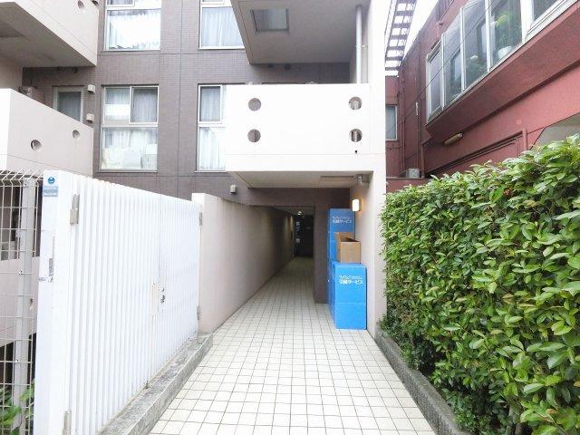 東急多摩川線「武蔵新田」駅徒歩3分、東急池上線「千鳥町」駅徒歩9分と好立地。 忙しい朝が助かる立地、暮らしにゆとりが生まれます。