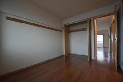 【寝室】バーンフリート総持寺㈱Roots
