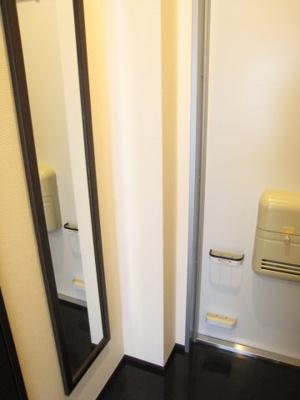 類似タイプ。玄関にはシューズボックスも造り付け。