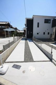 駐車場は2台可能です 前面道路6mです ストレスなしに駐車可能です