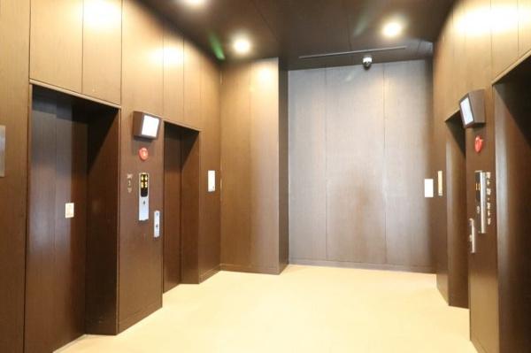 【エレベーター】4基のエレベーターがスムーズにお部屋までご案内します!!
