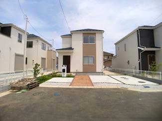 敷地面積は約49.9坪から約54.4坪と広く全棟駐車スペースは2台可能です。