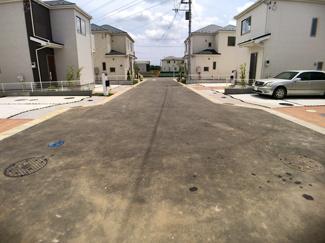 前面道路は6mの開発道路です。