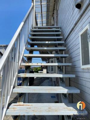 2階へ上がる階段です