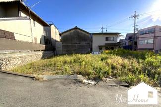 最寄り駅の地下鉄東西線『醍醐駅』より徒歩2分の好立地\(^_^)/2区画の東側で間口は約10.59mと駐車もラクラク♪