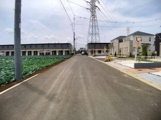 前面道路は6mの開発道路と6.5mの公道です。