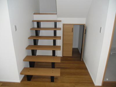 階段したクローゼット 掃除道具入れ等にご活用いただけます。