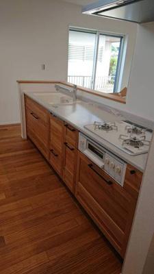 暖かく柔らかい、木の香りが漂う自然素材の家。  無垢のぬくもり。無垢のキッチン。