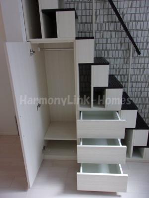 ハーモニーテラス足立Ⅱの収納付き階段②☆