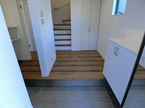 玄関はゆったり下駄箱もSCLも完備ですっきり収納できます。