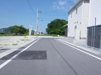 【前面道路含む現地写真】ガーデンスクエア近江八幡Ⅱ【9区画】 8号地
