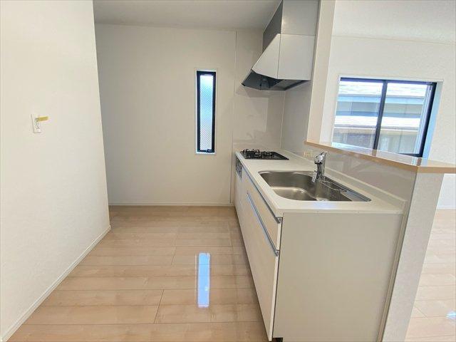 【キッチン】新築一戸建て「南足柄市岩原」車駐車4台可!