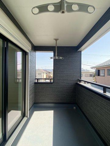 【バルコニー】新築一戸建て「南足柄市岩原」駐車4台可!