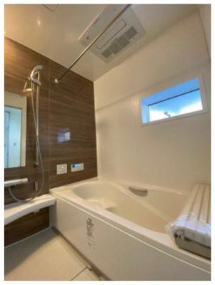 ゆったりとしたバスルーム ※同仕様写真