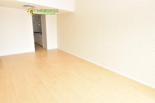 広々としたリビング、階下へ足音が響かない床で安心出来ます。