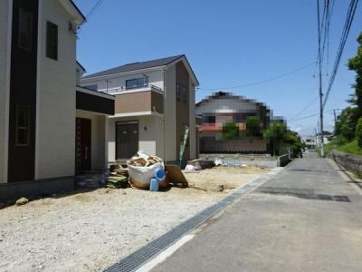 【前面道路含む現地写真】神戸市垂水区多聞台4丁目 2号棟 新築戸建