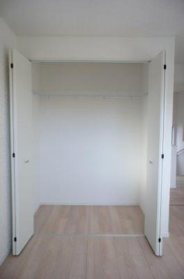 ※画像は1号棟になります 各居室に収納が完備されているので、部屋がすっきりとした印象になりますよ!