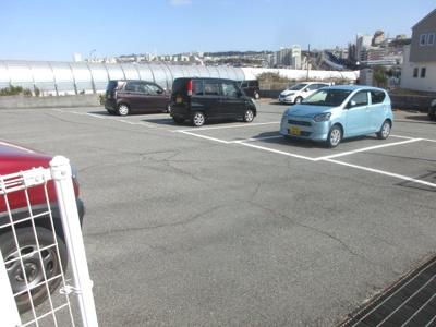 近隣駐車場(敷地に隣接)