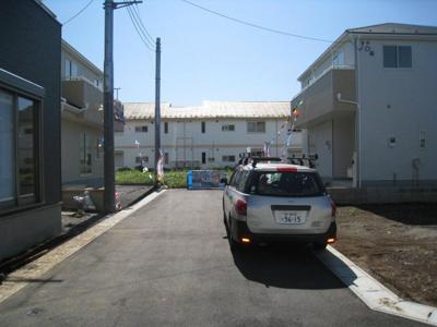 前面道路含む現地写真です 位置指定道路
