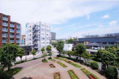 【展望】ジースクエア 平成12年築  3階 角 部屋